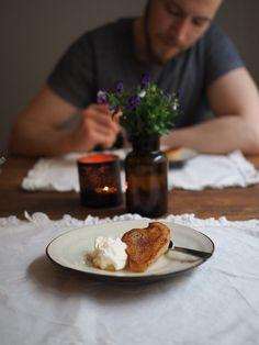 Panopäärynät eli karamellisoidut päärynät mascarponevaahdolla | Inka I Camembert Cheese, Pancakes, Dairy, Breakfast, Food, Mascarpone, Morning Coffee, Eten, Meals