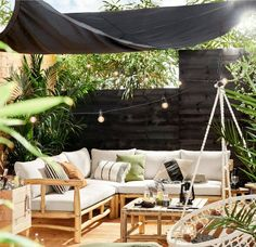 Black = hot in the garden. As with most home trends, you can also see this slowly seeping out: black is the new white, also in the garden with black garden furniture Backyard Garden Design, Terrace Garden, Patio Design, Indoor Garden, Garden Landscaping, Diy Patio, Backyard Patio, Backyard Ideas, Patio Ideas
