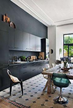 Interior Design & Decor For Your Inspiration: 10 Beautiful Black Kitchens Apartment Kitchen, Kitchen Interior, New Kitchen, Kitchen Dining, Kitchen Decor, Kitchen Cabinets, Kitchen Ideas, Kitchen Rustic, Space Kitchen