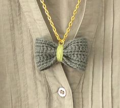 DIY crotchet and thread bowtie necklace.