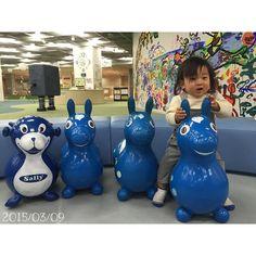 Instagram media chiakiiii83 - . . はるぴーの愛車 ❤︎ . いや、愛ロバ? ロディって馬?ロバ? . . 1匹なぞなのあるし♡ . . . #連投失礼します  #たまにのひとり時間 #はるぴはねんね #タリーズにてまったり #今週もよろしくね #10ヶ月 #10monthsold  #babyboy #小さい彼氏 #instalove #instababy #ロディ#これ欲しい