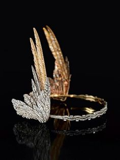 It's Tiara Tuesday! Stunning diamond-winged tiara (Valkirie tiara) by Cartier commissioned by the late Mary Crewe-Milnes, Duchess of Roxburghe, in The tiara will go on display for the first time at V&A Dundee via DuVallon's cabinet Cute Jewelry, Vintage Jewelry, Jewelry Accessories, Unusual Jewelry, Bridal Accessories, Wedding Jewelry, Royal Jewels, Crown Jewels, Bijoux Art Deco