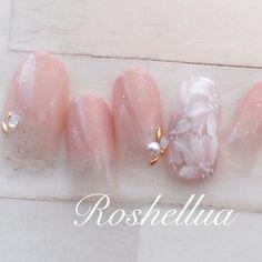 #オールシーズン #オフィス #ブライダル #デート #ハンド #グラデーション #フラワー #ピンク #ベージュ #ホワイト #ジェルネイル #Roshellua #ネイルブック Flower Nail Designs, Gel Nail Designs, Cute Nail Designs, Japanese Nail Design, Japanese Nail Art, Nail Salon Design, Wedding Nails Design, Cute Nails, Pretty Nails