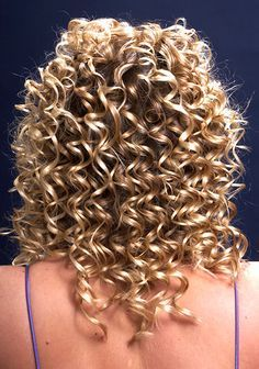 stacked spiral perm on short hair Spiral Perm Short Hair, Short Permed Hair, Curly Perm, Spiral Curls, Permed Hairstyles, Long Curly Hair, Wavy Hair, Loose Spiral Perm, Teased Hair