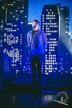 Emotionen pur. Der deutsche Singer/Songwriter Philipp Poisel 2017 live bei seinem Konzert in der König-Pilsener-Arena in Oberhausen. Er begeistert das Publikum mit seinem Auftritt. Weitere Bilder entdeckt ihr auf der Website :) Foto: David Hennen, Musikiathek