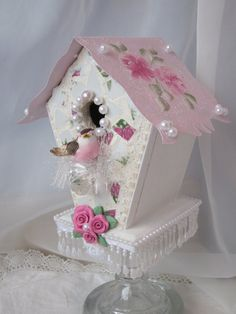 Your place to buy and sell all things handmade Shabby PInk BIRDHOUSE Chic Roses Mosaic ecs by RoseCh Shabby Chic Crafts, Shabby Chic Cottage, Vintage Crafts, Vintage Shabby Chic, Bird Houses Painted, Decorative Bird Houses, Victorian Christmas, Pink Christmas, Shabby Chic Birdhouse