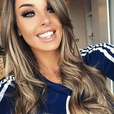 Gorgeous carmel brown hair color xoxo More Carmel Brown Hair Color, Brown Hair Colors, Carmel Hair, Caramel Brown, Hair Color And Cut, Great Hair, Fall Hair, Winter Hair, Hair Dos