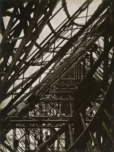 Eiffel Tower (1925)   László Moholy-Nagy