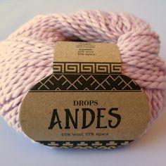 Drops Andes. Skønt 2-trådet ubehandlet garn i 35% alpaca og 65% uld. Se de smukke farver her: http://hobbii.dk/collections/drops-andes-mix-unicolor