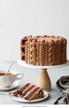 Chocolate Toffee Crunch Cake – fudgy chocolate cake lightly spiced with cinnamon paired with crunchy toffee bits and silky smooth chocolate buttercream frosting. A new layer cake recipe by our contributor, Tessa…View Post Food Cakes, Cupcake Cakes, Fruit Cupcakes, Caramel Cupcakes, Cake Cookies, Chocolate Toffee, Cake Chocolate, Toffee Cake, Toffee Pudding