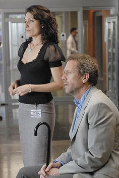 I love Cuddy and her outfits. Pencilskirts all the way!