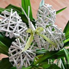 Motýlek z papírových ruliček