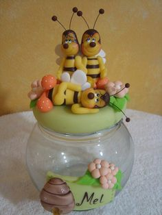 Pote bola Clay Jar, Clay Mugs, Christmas Jars, Christmas Crafts For Kids, Bee Crafts, Craft Stick Crafts, Decoupage Jars, Teapot Cookies, Clay Fairy House