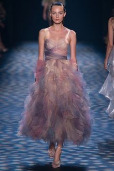 See the complete Marchesa Spring 2017 Ready-to-Wear collection.