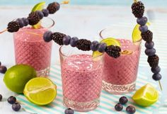 Blåbærsmoothie med sting Smoothies, Candle Holders, Candles, Drinks, Breakfast, Food, Smoothie, Drinking, Morning Coffee