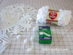 Step-by-step-photo tutorial showing how to make and hang a paper snowflakes window treatment for your holiday decor Xmas Window Decorations, Frozen Decorations, Paper Decorations, How To Make Snowflakes, Paper Snowflakes, Christmas Snowflakes, Winter Birthday, Frozen Birthday Party, Frozen Party