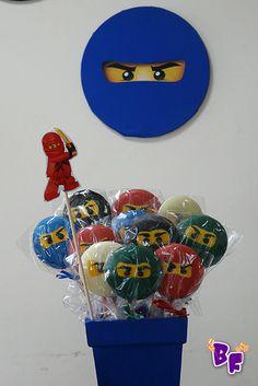 O Eduardo, como praticamente todos os meninos dessa faixa etária amam o Ninja Go,sabem tudo sobre eles . . . e agora nós também!...