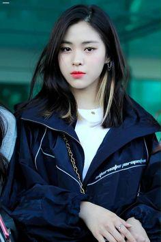 dedicated to female kpop idols. South Korean Girls, Korean Girl Groups, Hair Color Streaks, Programa Musical, K Idol, Me As A Girlfriend, Girl Crushes, Kpop Girls, My Girl
