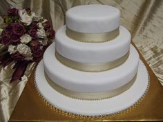 3 tier wedding cake ready for you to place your fresh flower posie or cake topper Best wedding Cakes in Auckland, New Zealand FRESCO FOODS LTD www.frescofoods.co.nz Facebook: Fresco foods cakes Email: fresco@woosh.co.nz