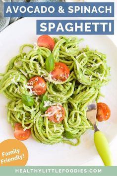 This creamy spinach and avocado pasta is a great family meal The sauce is made with 6 healthy ingredients and comes together in minutes No cooking is required just blend. Kids Pasta, Pasta Recipes For Kids, Veg Recipes, Baby Food Recipes, Healthy Recipes, Toddler Recipes, Healthy Eats, Dinner Recipes, Avocado Pasta