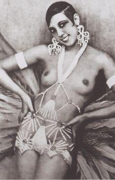 Josephine Baker 1926 La Revue Negre, in Berlin||| Click onto VISIT for accompanying story