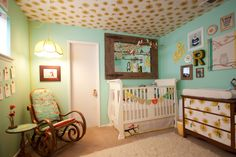 I just love the look of this nursery, the banner on the crib is oh so sweet and the arrangement on the wall is amazing!! Too bad no more babies for me.... sniff.