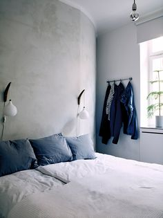 Dark blue details in the bedroom   Image by Pia Ulin for Elle Decoration