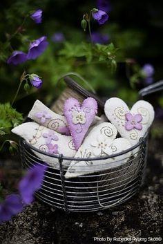 like me - via: - source: ana-rosa Diy And Crafts, Arts And Crafts, Fabric Hearts, Lavender Bags, Lavender Cottage, Vintage Fairies, I Love Heart, Felt Hearts, Love Symbols