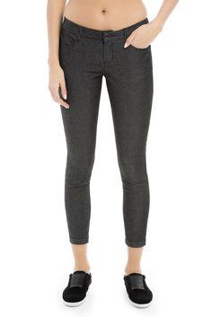 Strut your stuff in these skinny-leg jeans in our cool stretch denim. / À vous de jouer, vêtue de ce jean moulant taillé dans notre superbe denim extensible!