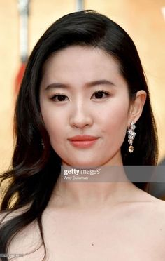 Liu Yifei at Mulan Premier in Los Angeles Ha Ji Won, Disney Stars, Going To Work, Actresses, Actors, Stock Photos, Celebrities, Movies, Films