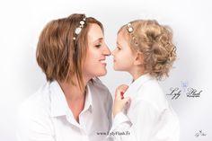 Portrait mère et fille en studio , l'amour, la beauté, un moment unique