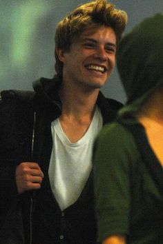 He may not be a household name yet, but judging from his breakout role in Eclipse, Xavier Samuel is destined for leading-man status. Stay ahead of the curve by brushing up on these essential facts about Xavier Samuel! Beautiful Boys, Gorgeous Men, Pretty Boys, Beautiful People, Samuel Xavier, Hot Dads, Boys Don't Cry, Teen Vogue, Attractive Men
