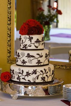 For a couple looking for a loud yet elegant cake, the black and white detailing of this design contrast nicely with bold red roses. #wedding #cake #gay #lesbian #newyork