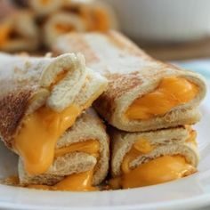 Grilled cheese roll-ups in kids lunch to go with hot tomato soup in thermos Picky Toddler Meals, Toddler Lunches, Kids Meals, Toddler Dinners, Kids Meal Ideas, Toddler Food, Food Ideas, Baby Food Recipes, Easy Dinner Recipes