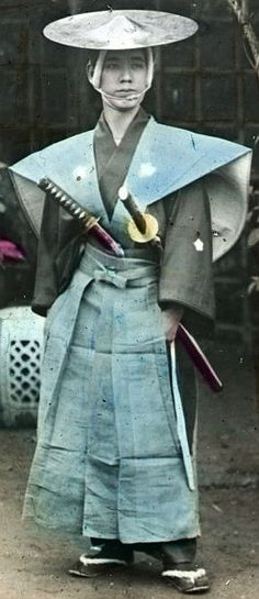 Samurai wearing jingasa and kamishimo. Hakama 袴 'trousers' traditionally formed part of an outfit called a kamishimo (上下 or 裃), worn by samurai and courtiers  Vintage and Antique Oriental Finds www.rubylane.com #rubylane @rubylanecomduring the Edo period. Nowadays hakama is worn only on formal occasions or for religious services. Hand-coloured photo, late C19th, Japan.
