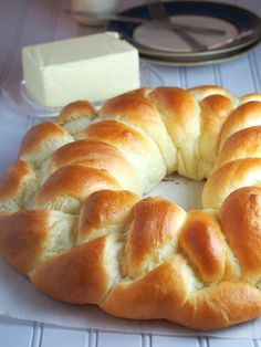 Very soft braided crown of brioche dough - with milk - Very soft braided crown of brioche dough – with milk – Adventures in the Kitchen - Pan Bread, Bread Baking, Bread Recipes, Cooking Recipes, Sweet Dough, Bread And Pastries, Galette, I Foods, Sweet Recipes
