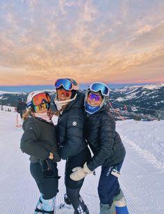 Mode Au Ski, Canada Vancouver, Ski Bunnies, Ski Racing, Ski Girl, Snowboarding Outfit, Ski Season, Snow Skiing, Winter Pictures