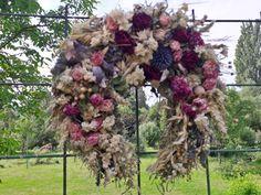 Květinkové+štěstíčko+Voňavá,+hustě+vázaná+podkova+-+letošní+přírodní+materiály+-růžičky,+ostrožka,+len,+obilí,+a+další+Velikost+28cm++Certifikovaný+výrobek++Pravé+Valašské Floral Wreath, Wreaths, Home Decor, Floral Crown, Decoration Home, Door Wreaths, Room Decor, Deco Mesh Wreaths, Home Interior Design