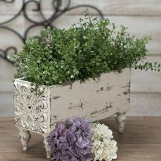 Shabby Chic Interior Design Ideas For Your Home Shabby Chic Style, Casas Shabby Chic, Shabby Chic Interiors, Shabby Chic Homes, Shabby Chic Furniture, Shabby Chic Decor, Diy Furniture, French Country Rug, French Country Decorating