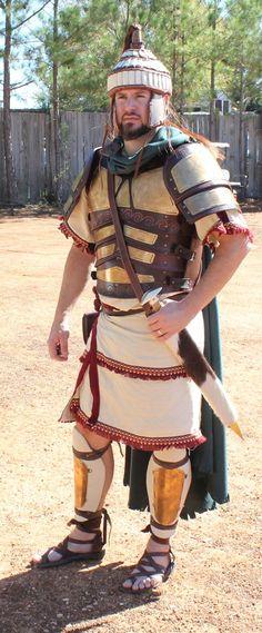 A reproduction of Mykenaean armour, by MP Filmcraft. Historical Art, Historical Pictures, Trojan War, Trojan Horse, Ancient Greece, Archaic Greece, Minoan Art, Ancient Armor, Greek Warrior