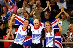 (L-R) Dani King, Joanna Rowsell, and Laura Trott of Great Britain celebrate winning the gold medal and breaking the World record in the Women's Team Pursuit Track Cycling Finals on Day 8 of the London 2012 Olympic Games at Velodrome Summer Olympics Sports, Olympic Sports, Olympic Athletes, Olympic Games, Track Cycling, Cycling News, Joanna Rowsell, Team Gb 2012, Dani King
