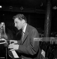 Jazz pianist Russ Freeman performs with Chet Baker in a nightclub circa 1952 in New York City, New York.