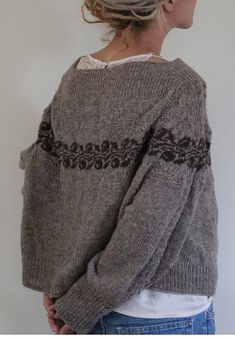 If someone who reads Polish can transform this gorgeous sweater pattern. If someone who reads Polish can transform this gorgeous sweater pattern. Tejido Fair Isle, Estilo Hippy, Fair Isle Knitting, Easy Knitting, How To Purl Knit, Winter Sweaters, Women's Sweaters, Mode Outfits, Cardigans For Women