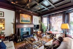 See how a couple (our own Mike Fabbri and Scott Francis) blends modern and traditional in a pre-war, one-bedroom Gramercy walk-up.