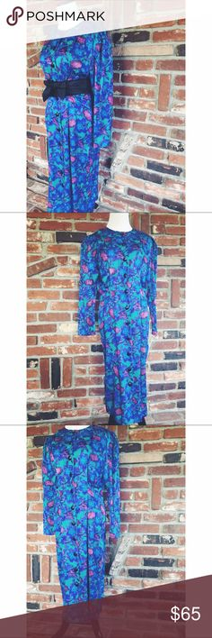 "Vtg 80s Adrianna Papell Floral Silk Button Dress 8 This is a gorgeous vintage 80s Floral long sleeve button down wiggle dress size 8. 100% silk. Dry clean only. Pleated detailing on front. Measured laying flat: bust 20""/ waist 18""/ hips 22""/ sleeve length 23""/ dress length 44."" Gently used and in great condition. No flaws. 061917 Adrianna Papell Dresses Midi"