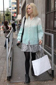 Fearne Cotton Photo - Fearne Cotton at Radio 1 Rock Chick Style, Fearne Cotton, Fashion Idol, Cotton Style, City Style, Frocks, Lace Skirt, Ankle Boots, Hair Cuts