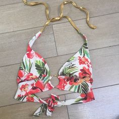 Floral Guess Bikini Top I never purchased the bottoms with this top. I paired this top with a basic black bottom. It would also go great with a gold or white bottom! Guess Swim Bikinis