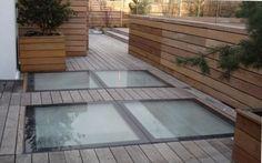 Dalles pour terrasses en verre antidérapant... permettraient de laisser passer la lumière pour les pièces (salle TV, chambre et bureau) en rez-de-jardin