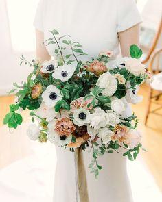 24 Metallic Wedding Ideas That Will Add a Little Shine to Your Big Day Summer Wedding Bouquets, Wedding Flowers, Romantic Wedding Inspiration, Wedding Ideas, Blush Peonies, Flower Studio, Instagram Wedding, Martha Stewart Weddings, Wedding Film