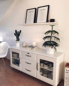 Bist Du auch ein Paper Lover? Sehr gut, denn Papier fasziniert eben nicht nur in Buchform, es hat mit seinen vielen Talenten längst auch die Wohnwelt in Form von innovativen Wohn-Accessoires erobert. Denn das scheinbar filigrane Material zeigt sich überraschend vielseitig wie zum Beispiel  als trendige. Einfach stark – und auch noch nachhaltig! // Sideboard Wohnzimmer Kommode Deko Dekorieren Pflanzen Ideen Paperbag #Wohnzimmer #Kommode #Paperbag #Pflanzen #Dekorieren @lifetime__adventures